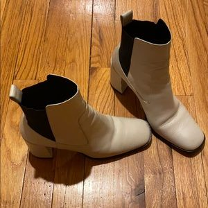 Great whit boots - 100% on trend